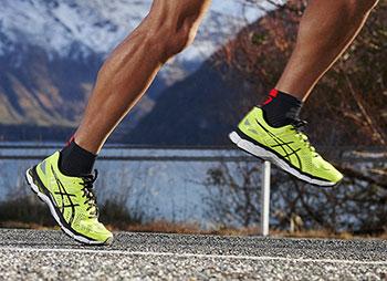 Чоловіче взуття для бігу. Фото