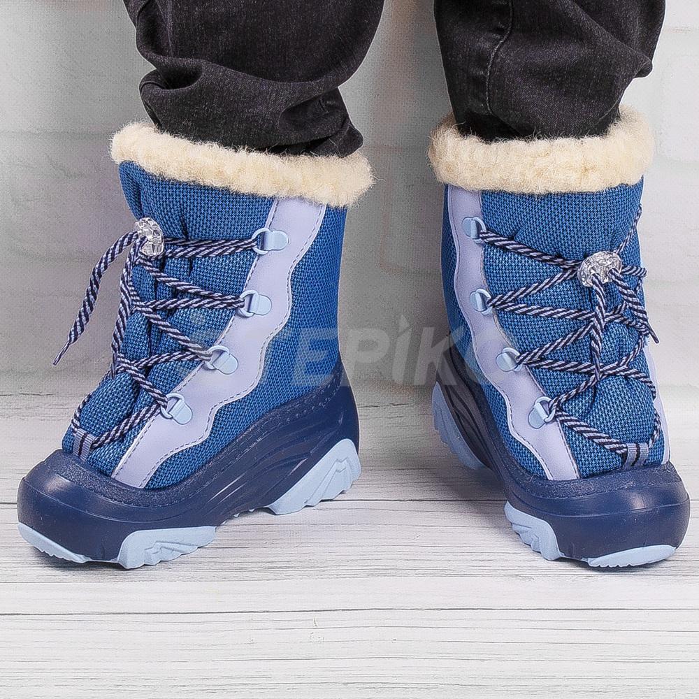 Демар Сноу Мар синього кольору - фото на ногах