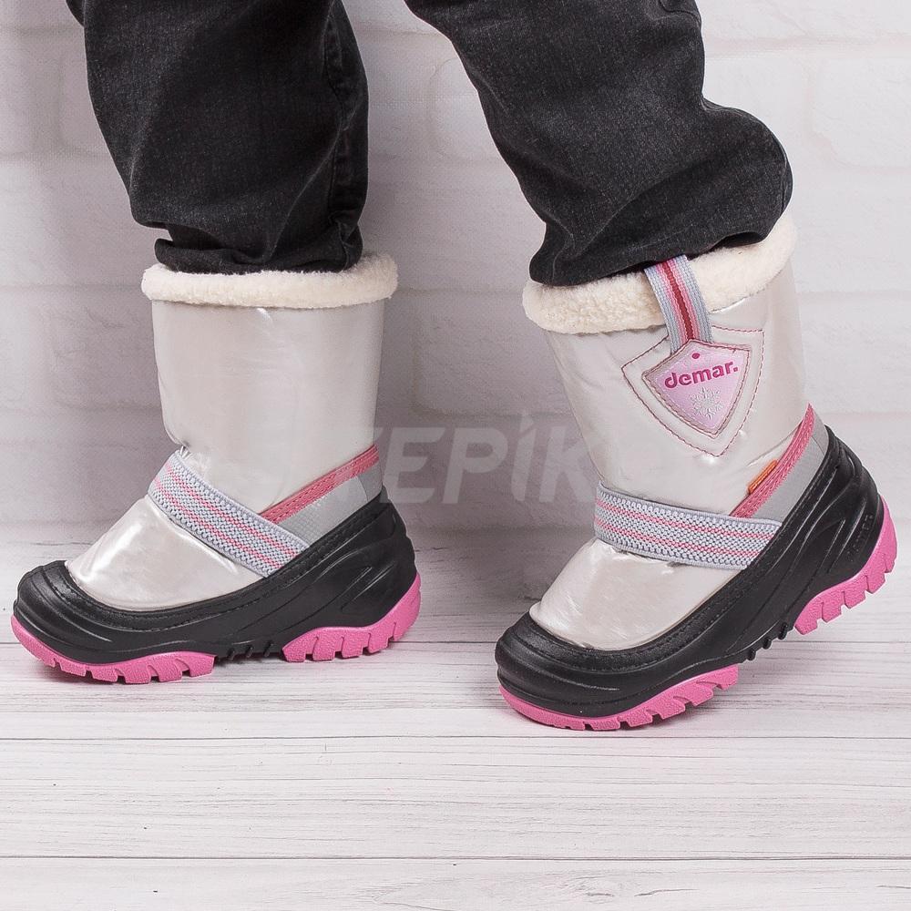 Демар Тобі рожеві - фото на ногах